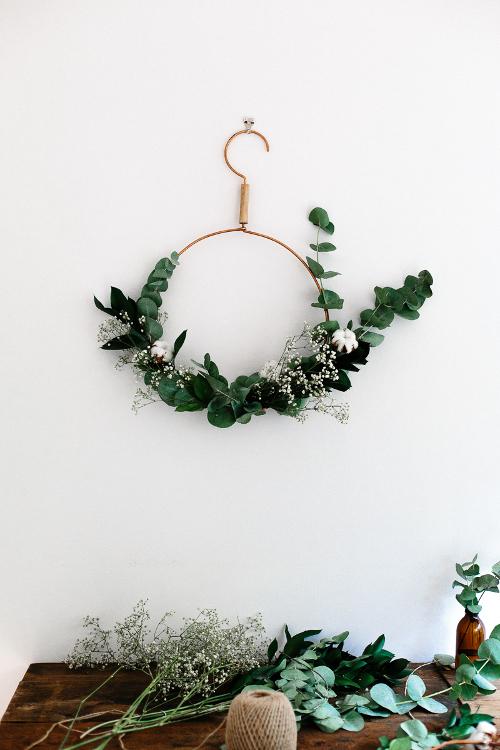 minimalist christmas wreath - Minimalist Christmas Decorations